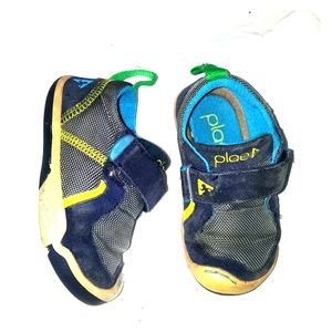 Plae walking Toddler shoes sz 6 blue black yellow